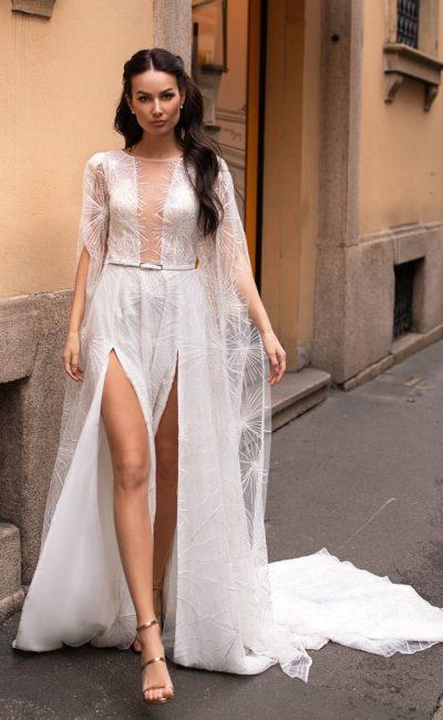 Легкое платье с длинным шлейфом