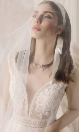 Свадебное платье цвета айвори с открытой спиной