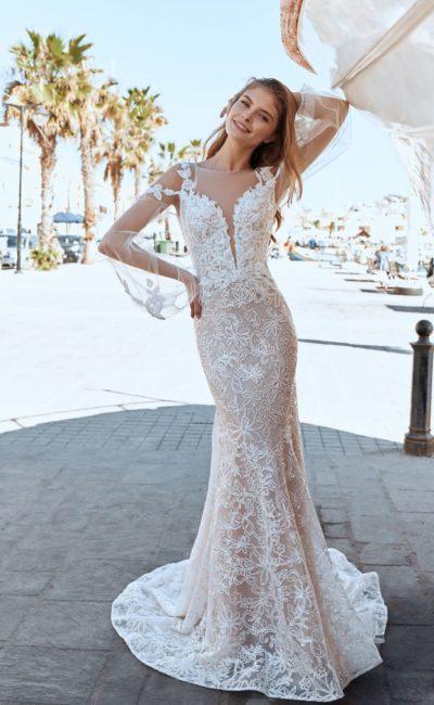 Свадебное платье силуэта «рыбка» в пудровом оттенке