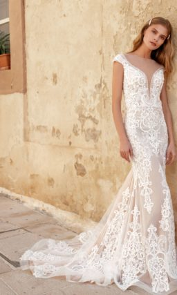 Свадебное платье-русалка цвета капучино