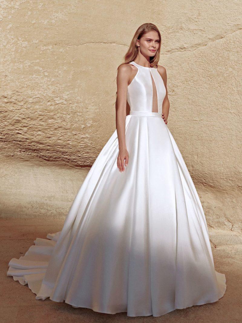 Аристократичное свадебное платье из белого атласа