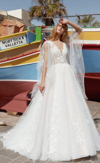 Пышное свадебное платье с нежным декором