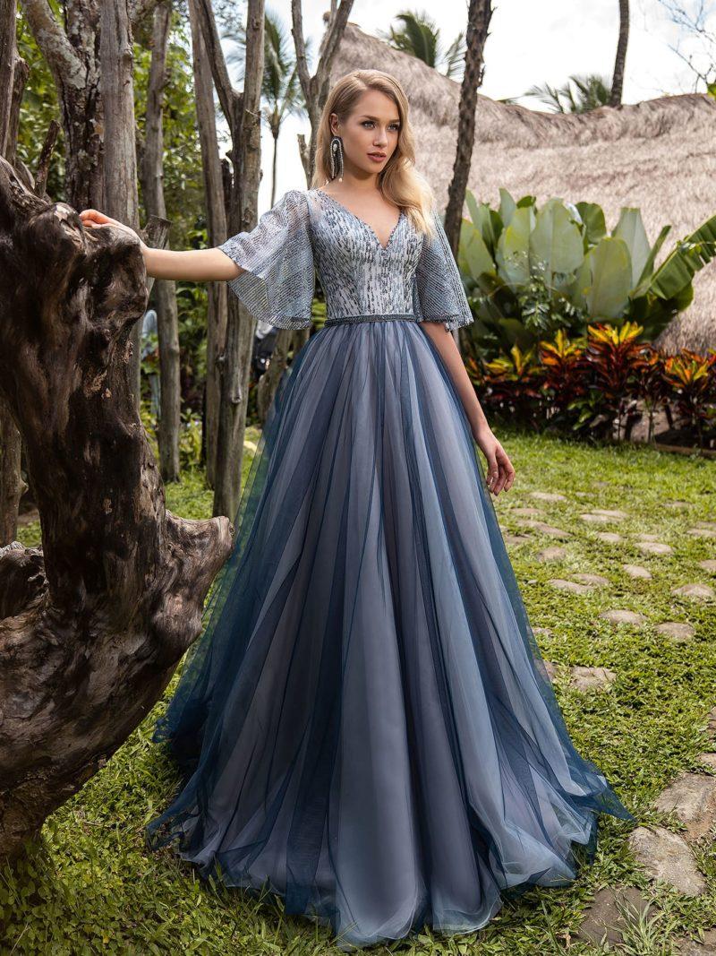 Длинное вечернее платье с пышной юбкой глубокого серого оттенка