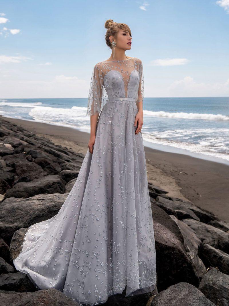 Изысканное вечернее платье с расклешенной юбкой