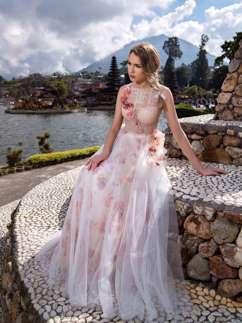 Летнее вечернее платье с пестрым декором