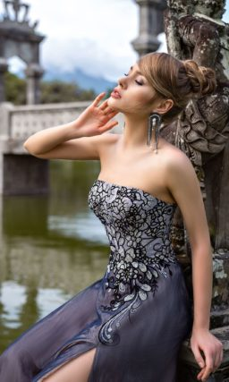 Длинное платье с корсетом