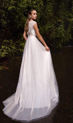 Легкое платье с длинной юбкой