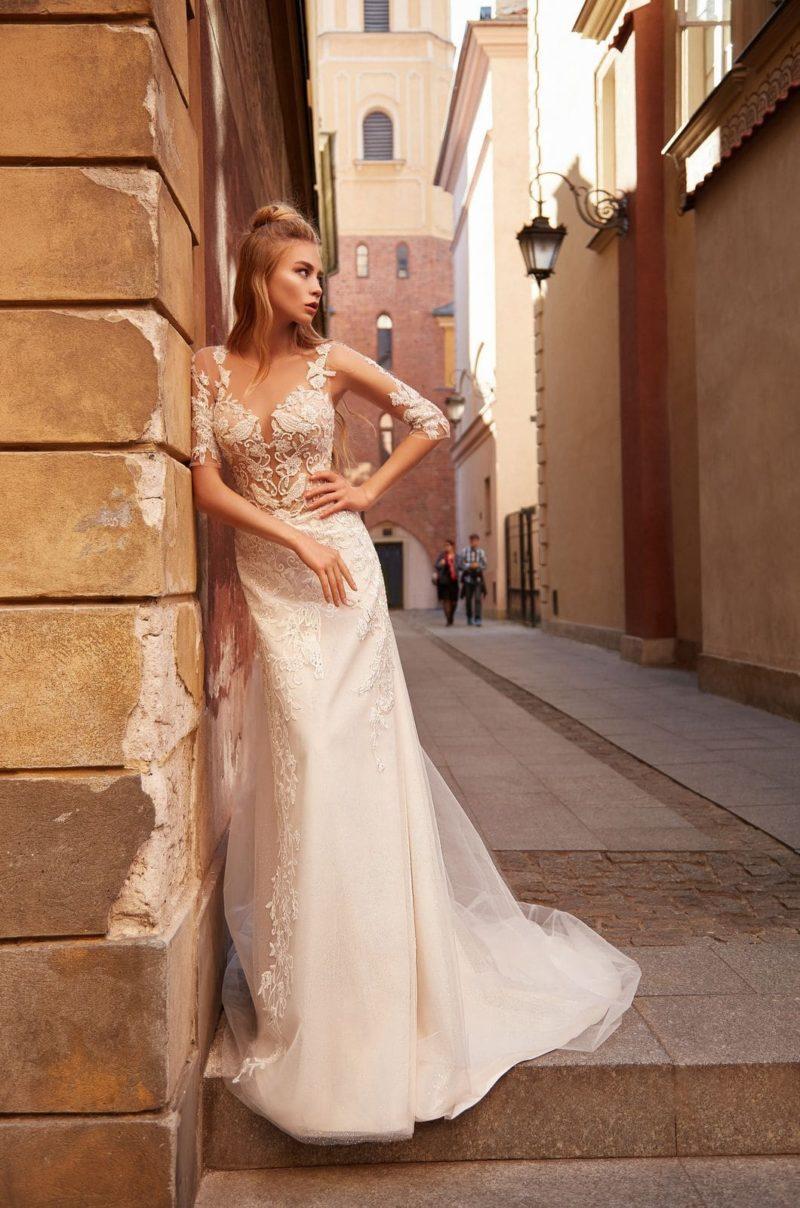 Свадебное платье  со свободной трапециевидной юбкой и рукавами