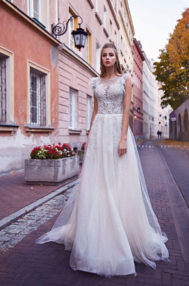 Легкое свадебное платье из прозрачного фатина