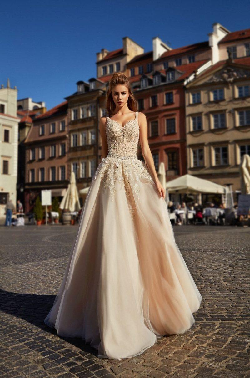 Свадебное платье оттенка капучино с корсетом