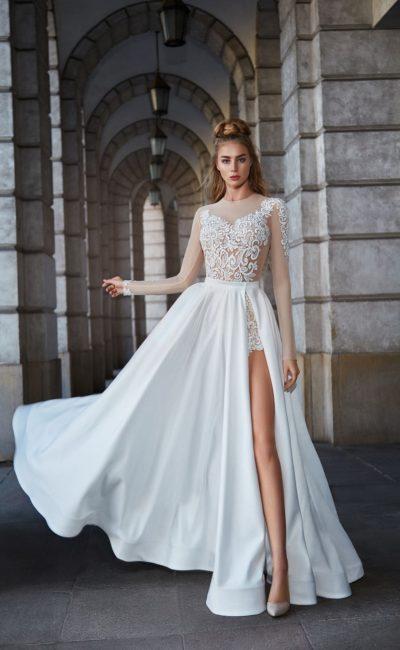 Оригинальное свадебное платье с пышной атласной юбкой