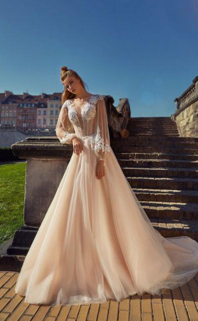 Пышное свадебное платье персикового оттенка с длинными рукавами