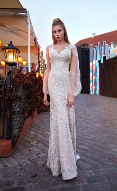 Пудровое свадебное платье прямого кроя