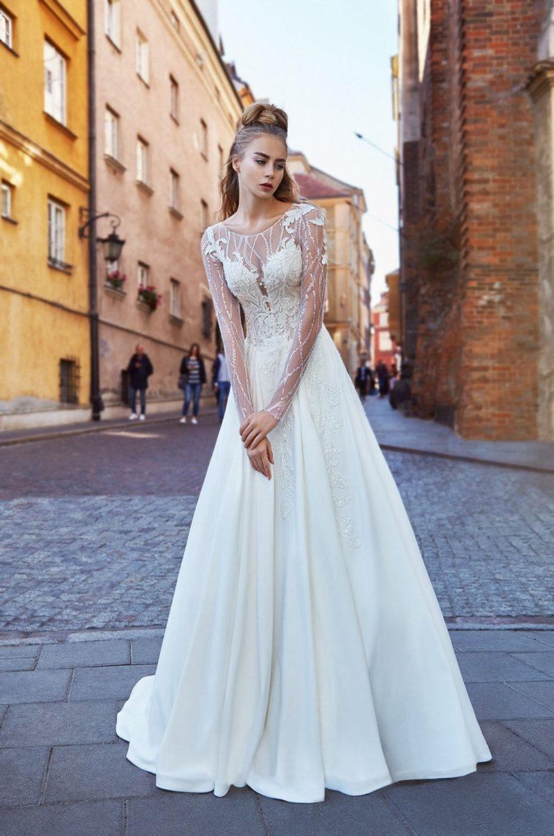 Свадебное платье силуэта цельного кроя