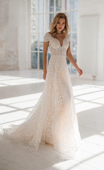 Свадебное платье лаконичного силуэта