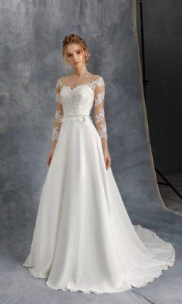 Свадебное платье из белого атласа