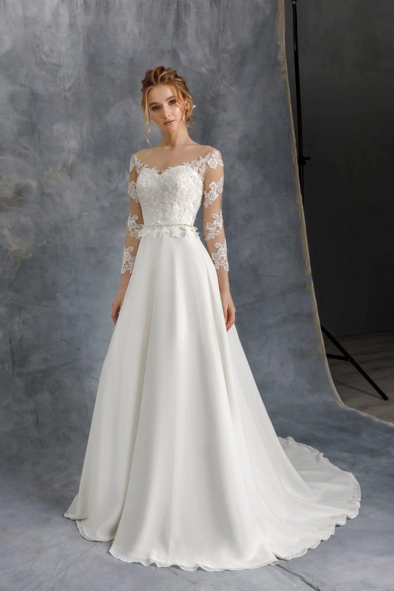 Свадебное платье приталенного кроя из атласа