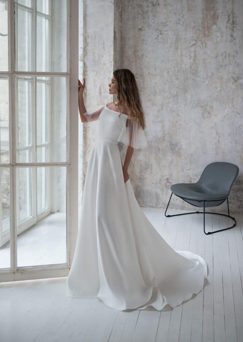 Свадебное платье из идеального белого атласа