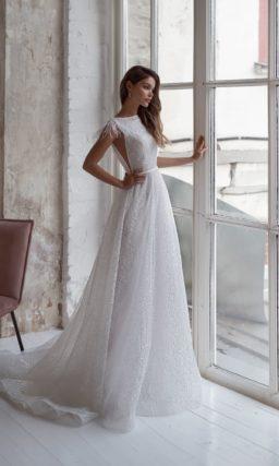 Необычное белоснежное платье