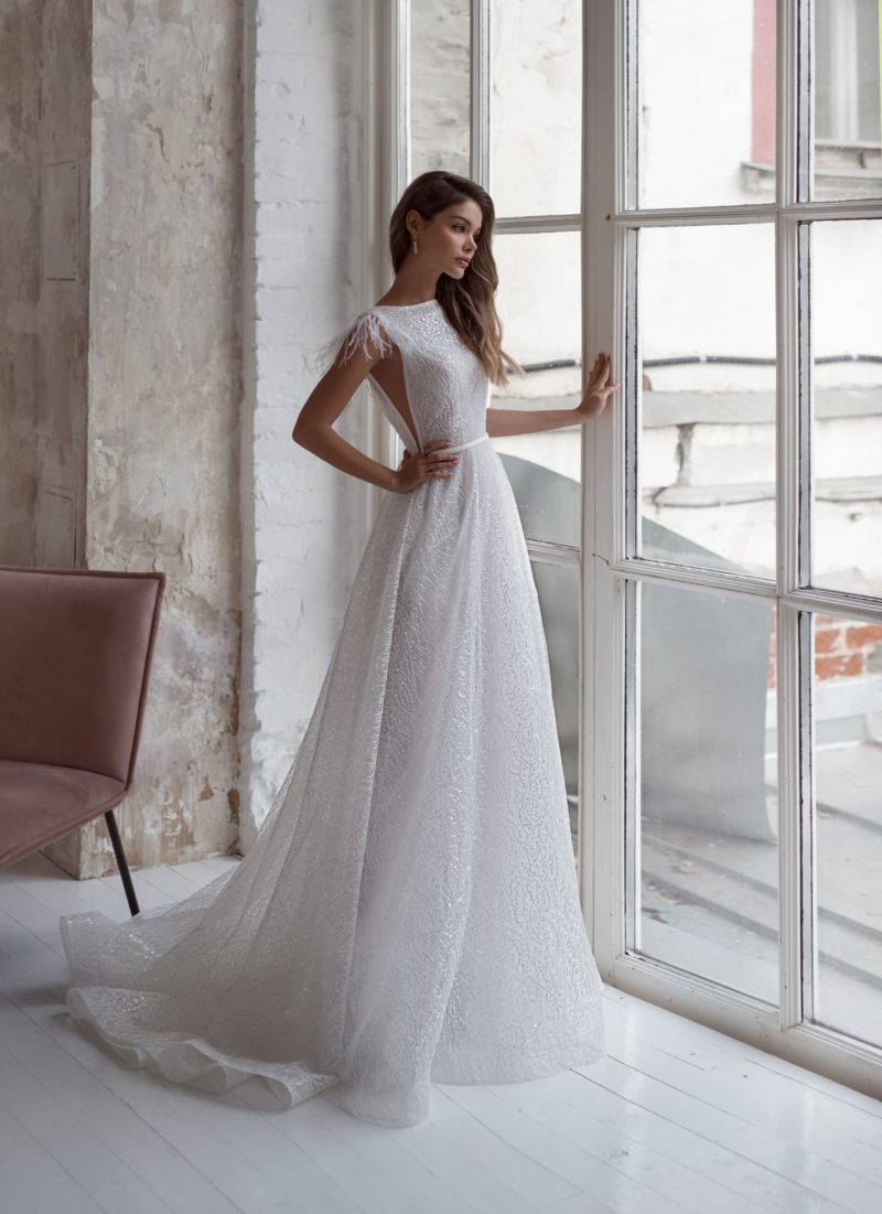 Элегантное белоснежное свадебное платье