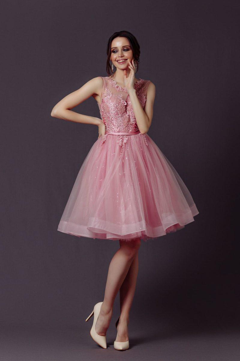 Коктейльное платье «бэби долл» розового оттенка