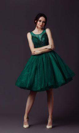 Короткое платье с пышной юбкой
