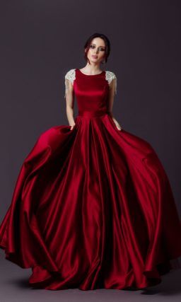 вечернее бордовое платье в пол из атласа
