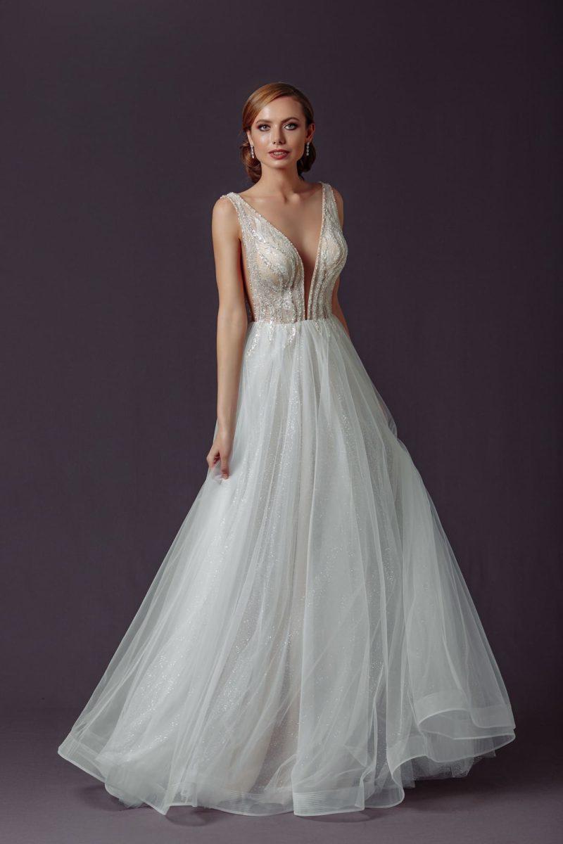 Длинное вечернее платье оттенка айвори