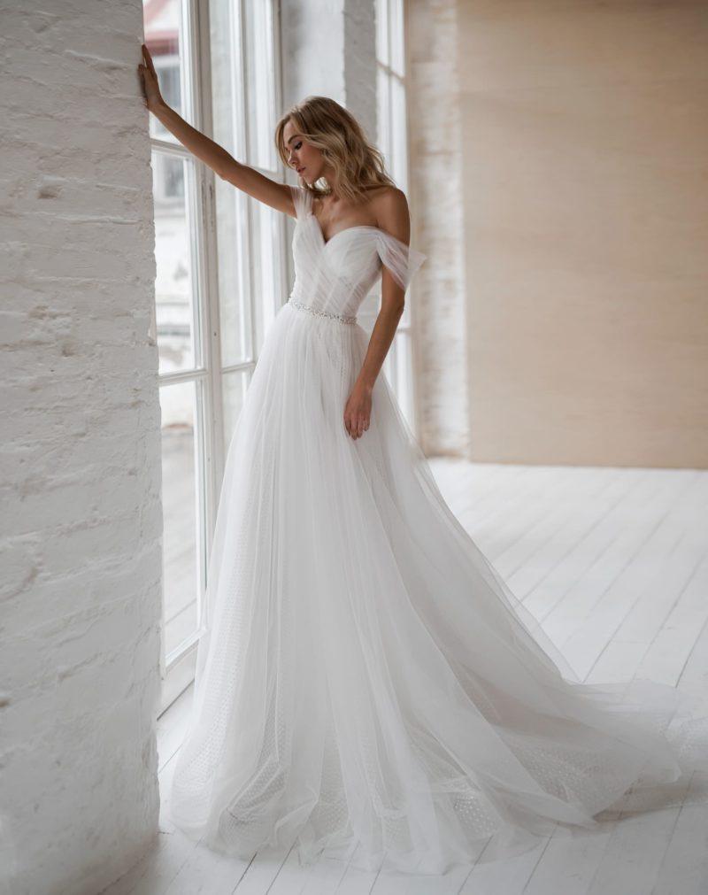 Свадебное платье классического силуэта