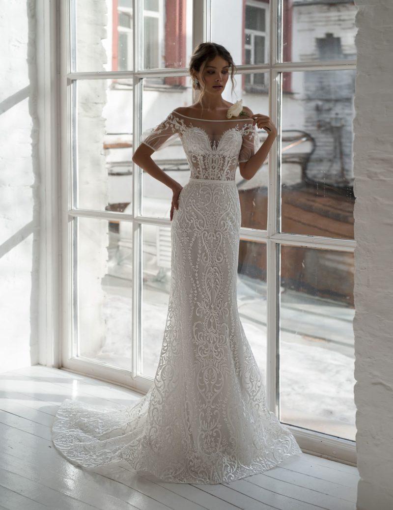 Свадебное платье силуэта «русалка» из кружевной ткани