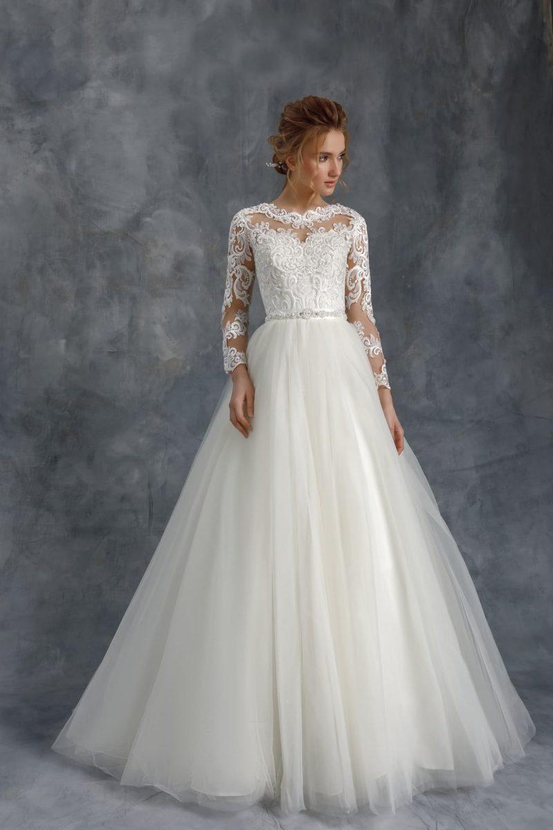 Пышное свадебное платье с фатиновой воздушной юбкой