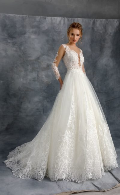 Пышное платье с кружевной отделкой