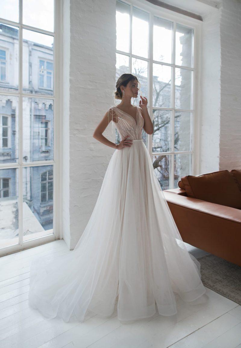 Двухцветное свадебное платье классического силуэта