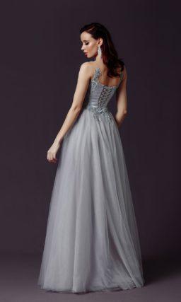 Пышное платье серого оттенка