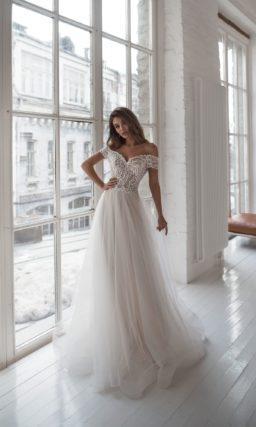 Платье из кружева и легкого фатина