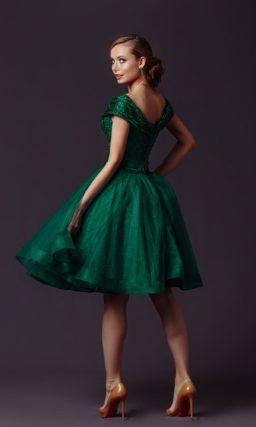 Зеленое коктейльное платье