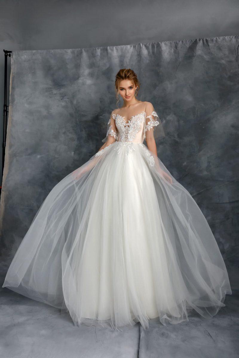 Свадебное платье с нежной воздушной юбкой