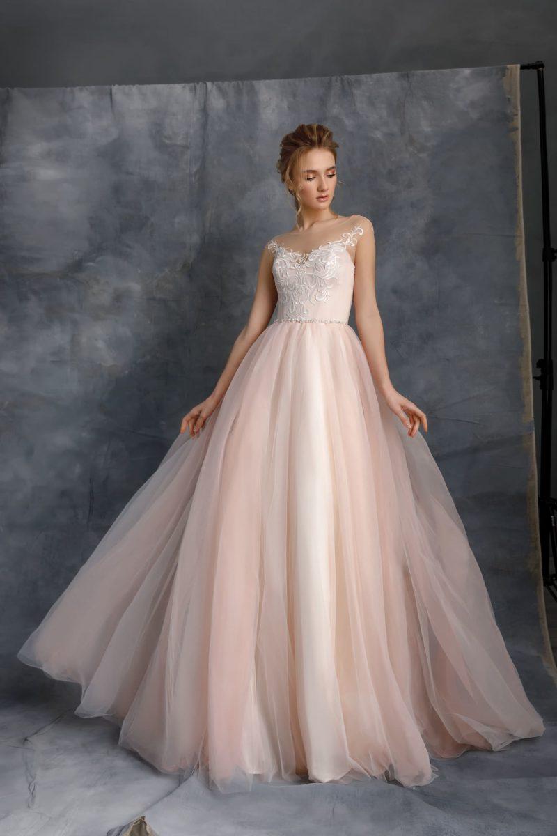 Свадебное платье цвета пудры с атласным верхом