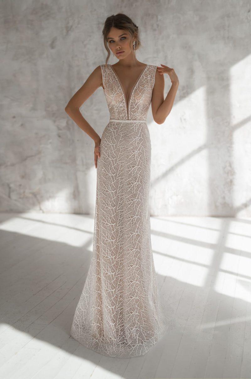 Свадебное платье прямого кроя в оттенке пудры