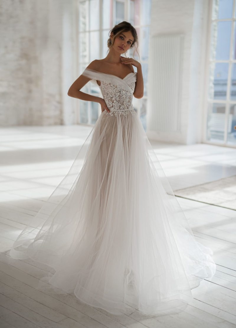Классическое свадебное платье оттенка айвори