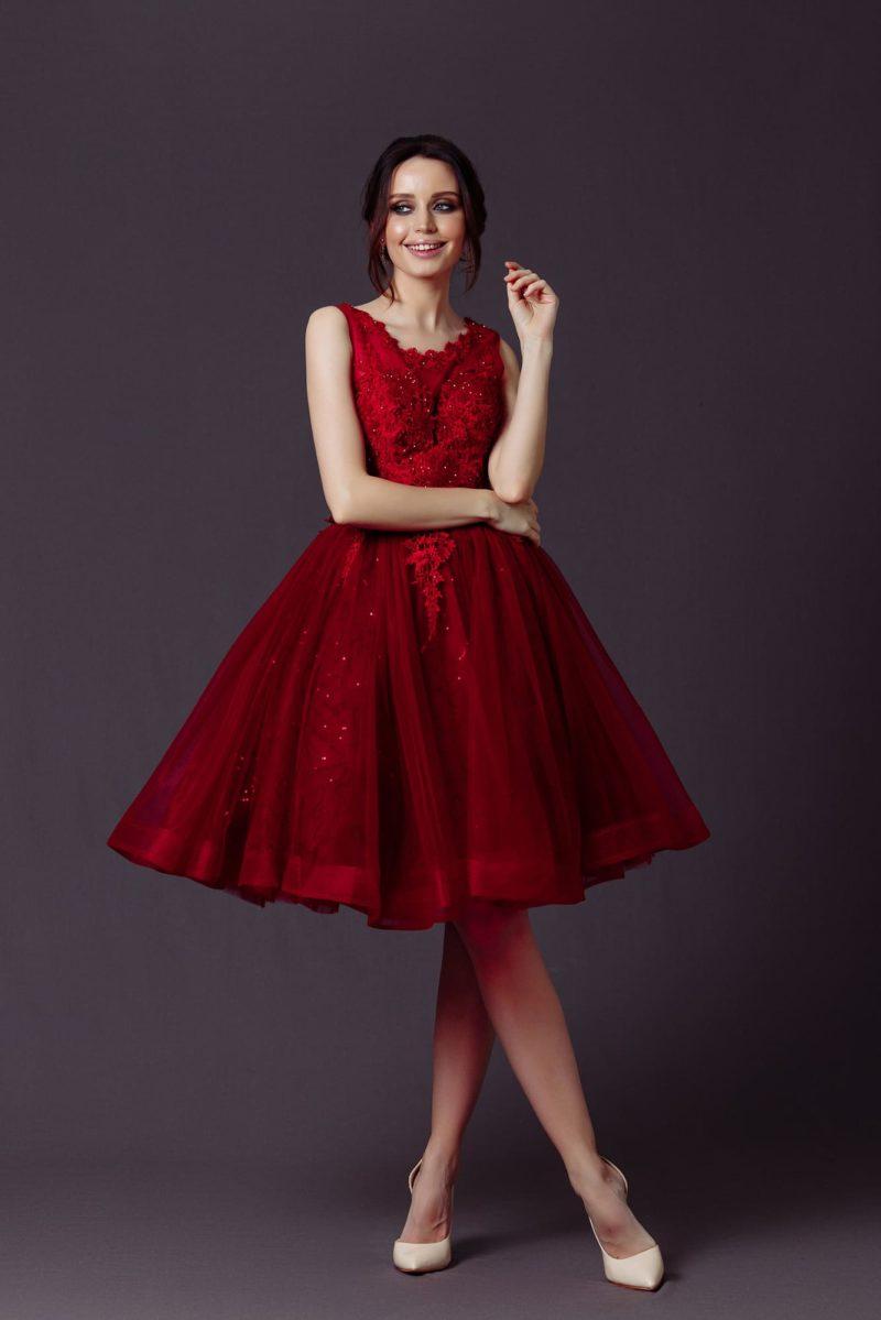 Пышное коктейльное платье до колен