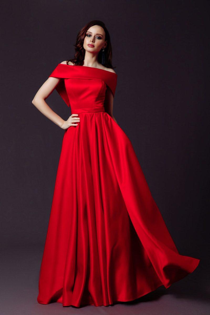 Минималистичное вечернее платье в пол