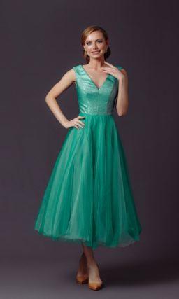 Пышное платье длины миди
