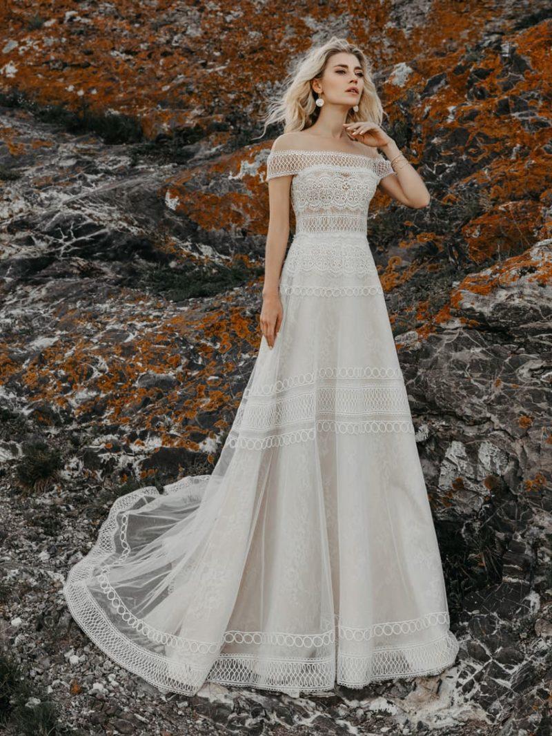 Кружевное свадебное платье оттенка айвори