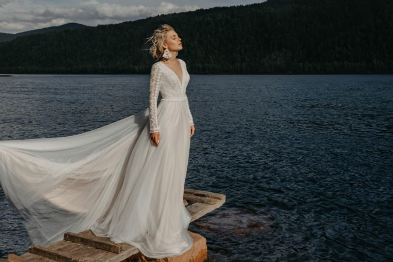 Утонченное свадебное платье в бельевом стиле