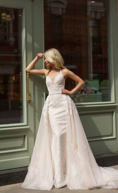 Платье с верхней юбкой