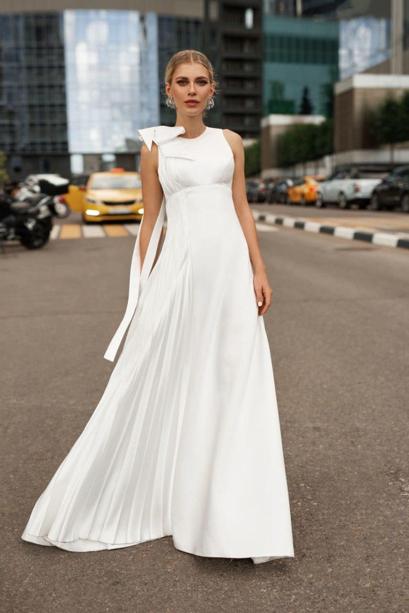 Минималистичное свадебное платье свободного кроя