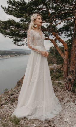 платье с легкой расклешенной юбкой