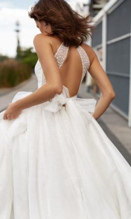 свадебное платье с пышной юбкой и шлейфом