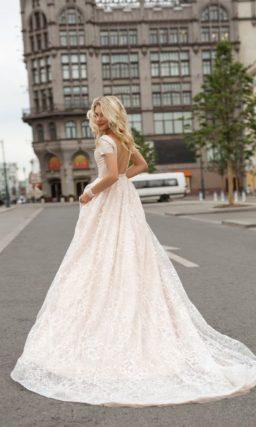 Свадебное платье с бантом